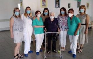 """Nonna Monda sconfigge il Covid a 105 anni: """"Dopo due guerre mondiali, è stata una passeggiata"""""""