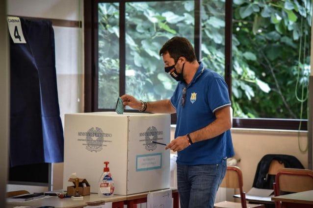 Matteo Salvini al voto domenica. Foto dal suo profilo Facebook