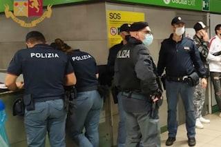 """""""Metti la mascherina"""", vigilantes minacciati con un coltello in metropolitana a Milano da un no mask"""