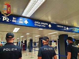 Milano, cerca di prendere un aereo a Linate con documento falso, ma si tradisce: arrestato