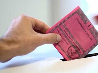 """Arconate, vota al Referendum e scatta una foto alla scheda: """"Sennò la mia ragazza non mi crede"""""""