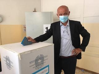"""""""Voto, faccio la foto e ve la mando"""", presunte irregolarità in un seggio di Legnano: la denuncia"""