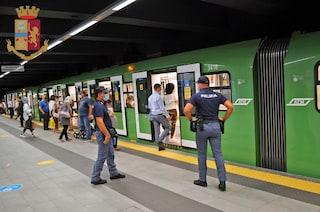 Milano, 10 ragazzi in metro senza mascherina: 2.800 euro di multa