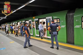 Milano, controlli in metro: multati 3 passeggeri senza mascherina e 5 provenienti da fuori regione