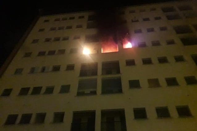 L'incendio in via Cittadini (Foto di Fabio Galesi via Facebook)