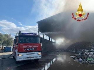 Pavia, incendio in una piattaforma ecologica: è il secondo in due mesi, potrebbero essere dolosi