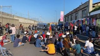 """Milano, proteste contro apertura Cpr di via Corelli: """"Nessuno deve essere trasferito in quel lager"""""""