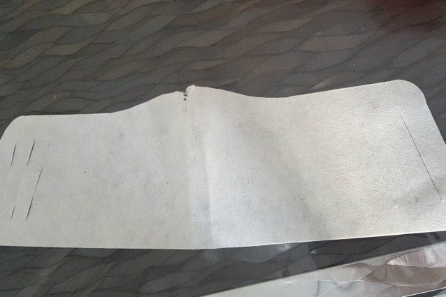 La mascherina a fascia distribuita in una scuola di Cassano Magnago (fonte: Facebook)