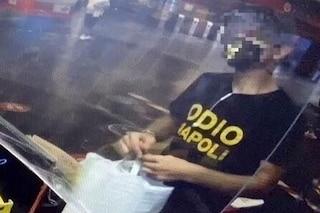 """Milano, si presenta con la maglietta """"Odio Napoli"""" e l'edicolante non lo serve: scoppia il finimondo"""