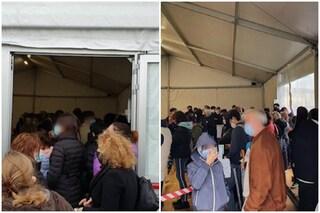 Centinaia di persone assembrate in coda per i tamponi: la denuncia all'ospedale di Crema
