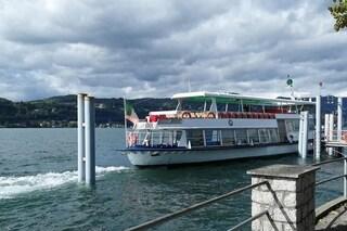 Maltempo, traghetto bloccato dalla bufera sul Lago Maggiore: momenti di paura per i passeggeri