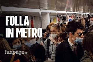 In viaggio sulla metro di Milano: assembramenti e indicazioni ignorate, all'ora di punta è il caos