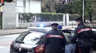 Monza, genitori denunciano gli spacciatori della figlia minorenne: due anni dopo cinque arresti
