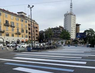 Milano, Porta Genova si rifà il look: strisce bianche e blu, nuovi vasi e più piante