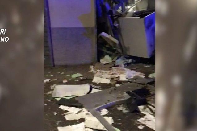 Lo sportello del bancomat di Vanzaghello dopo l'esplosione (Fonte: carabinieri di Milano)
