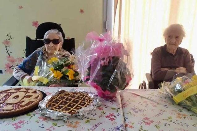 """Nonna Pierina e nonna Vittoria (foto """"Insieme per Alta Valle Intelvi"""")"""