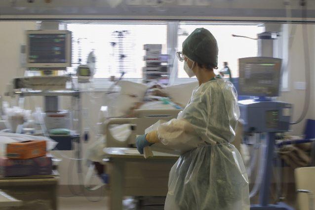 La terapia intensiva dell'Ospedale di Circolo di Varese (AP Photo/Luca Bruno)