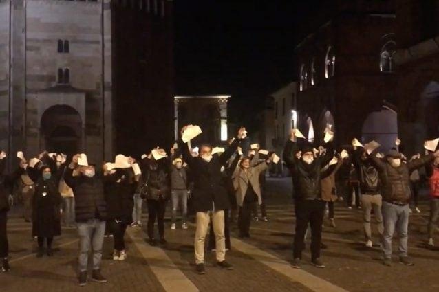 La protesta dei commercianti (foto da La Provincia di Cremona)