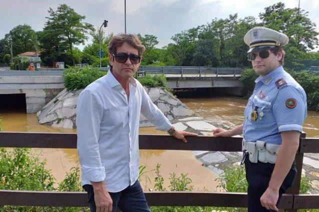 La foto pubblicata dal sindaco di Cologno per ricordare l'agente deceduto