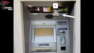 """Monza, presi gli hacker dei bancomat: con tecnica """"black box"""" si facevano erogare tutte le banconote"""