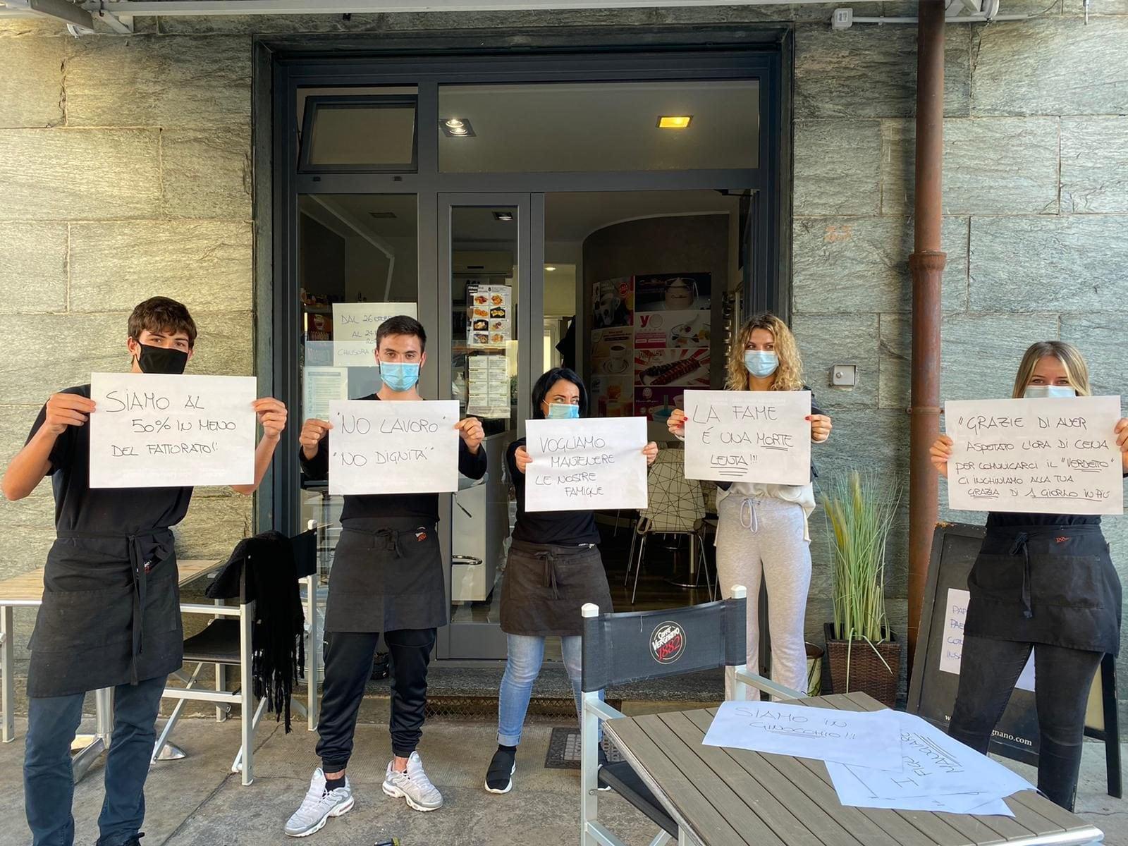 La nuova protesta di oggi 5 novembre al bar Il Caffettino di Arcore