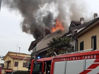 Incendio in un appartamento di Palazzolo del'Oglio: proprietario scappa in pigiama e poi scompare