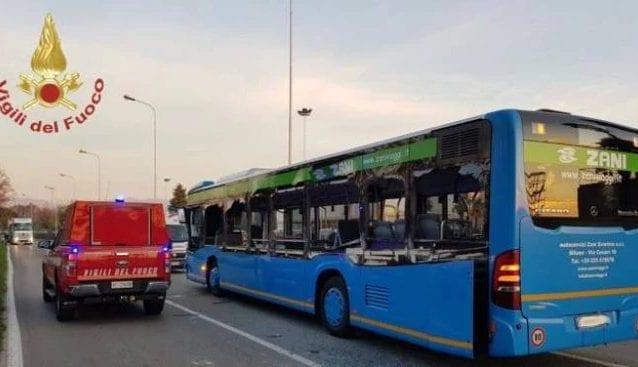 L'autobus sul quale viaggiavano i ragazzi feriti