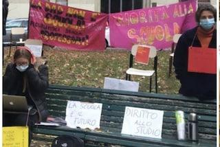 A Milano lezioni al freddo per protestare contro la didattica a distanza