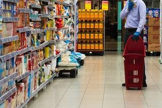 Milano, ruba il pane al supermercato: il direttore non lo denuncia e gli paga la spesa