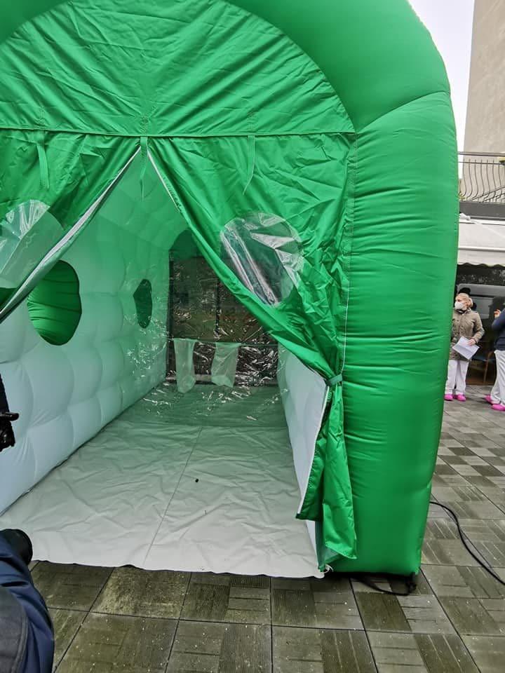 Nella Rsa di Seniga arriva il tunnel degli abbracci: Gli ospiti sentono il calore dei propri cari