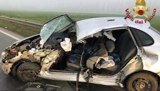 Berzo Inferiore, perde il controllo dell'auto e si schianta contro un camion