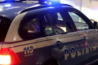 Milano, sfreccia in contromano per via Monte Napoleone e sperona le auto posteggiate: arrestato