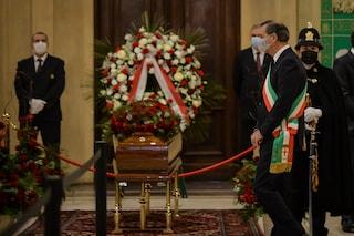 L'addio di Milano a Marco Formentini: la camera ardente a Palazzo Marino