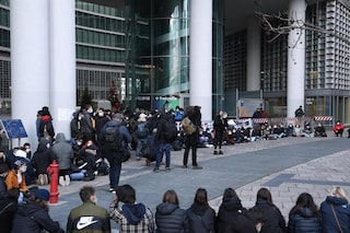 """Milano, protesta degli studenti contro la Dad: """"Ascoltate chi vive la scuola"""""""