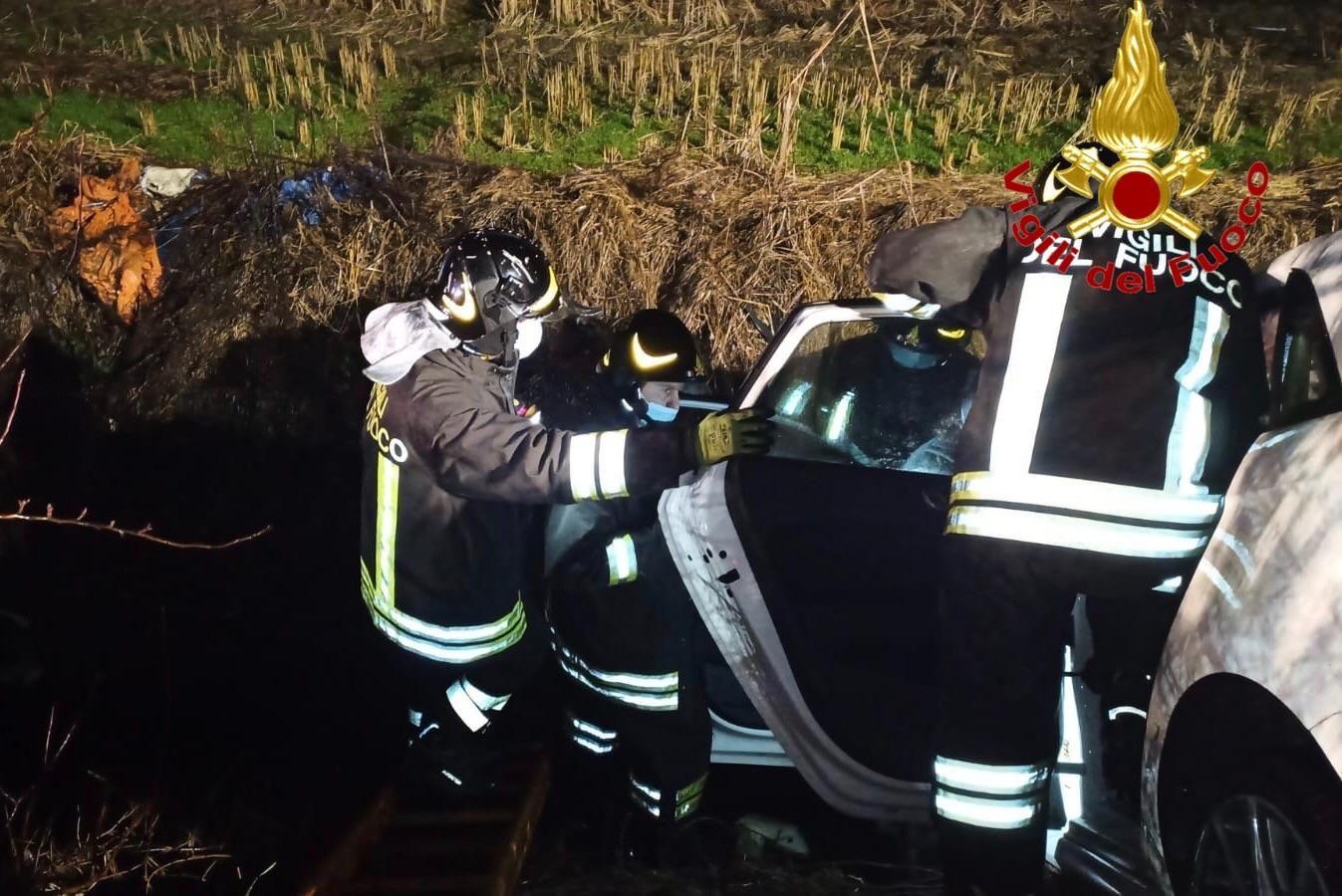 L'incidente a Zibido San Giacomo (Foto Vigili del fuoco)