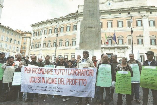 Il Comitato durante una vecchia manifestazione (Fonte:Facebook)