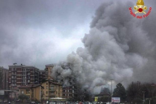 L'immagine dell'incendio a Malgrate (Fonte: Vigili del Fuoco)