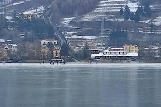 """A Endine si pattina sul lago ghiacciato, ma il sindaco avverte: """"È pericoloso"""""""
