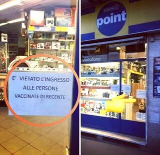 """""""Vietato l'ingresso alle persone vaccinate di recente"""": la scritta in un negozio di Milano"""