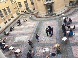 Milano, protesta contro la dad: gli studenti del liceo Parini passeranno la notte in classe