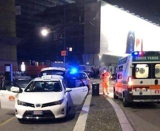 Milano, bimba ha fretta di nascere: il parto nel parcheggio dei taxi
