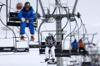 Da lunedì 15 febbraio riaprono gli impianti da sci in Lombardia: le regole per tornare a sciare