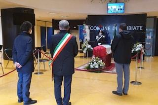Morto l'ambasciatore Luca Attanasio, la salma arriva nella sua Limbiate: oggi la camera ardente