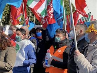 Henkel chiude la sede di Lomazzo, in sciopero i 150 dipendenti che rischiano il posto di lavoro