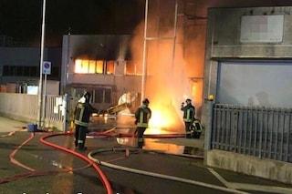 Pozzo d'Adda, scoppia l'incendio in un'azienda che tratta metalli: fumo nero su tutta la zona