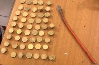 Pavia, arrestato ladro di monetine: ha scassinato i distributori di un collegio universitario