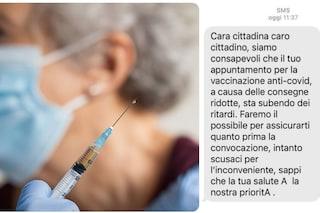 Lombardia, vaccini in ritardo per gli over 80: la Regione invia un sms di scuse