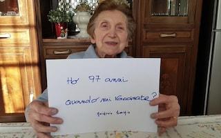 """Il messaggio di un'anziana lanciato sui social: """"Ho 97 anni, quando mi vaccinate?"""""""