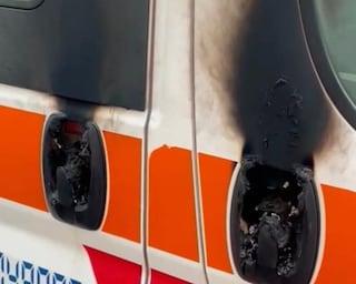 """Vandali a Linate, incendiata l'ambulanza della Croce Maria Bambina: """"Non ci fermiamo"""""""