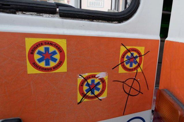 Le croci celtiche sull'ambulanza della Brigata Sanitaria (Fonte: Facebook)
